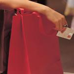 Ce e mai avantajos: overdraft-ul sau cardul de credit?