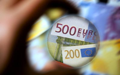 Protectia Consumatorilor pune lupa pe contractele de credit