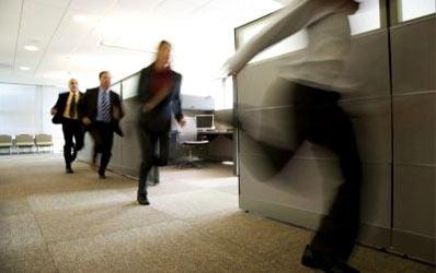 Spionii vegheaza la calitatea serviciilor din banci
