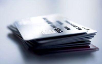 Patru banci controleaza aproape 70% din piata cardurilor