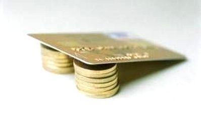 Noua moda la banci: cardurile de economii