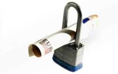 Le-a ajuns cutitul la os: bancherii se tem rau de creditul in valuta!