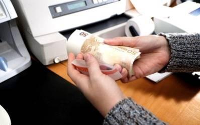 Jumatate din imprumuturile populatiei intr-un an au fost credite de consum in valuta