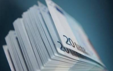 Bancile pluseaza la dobanzi pentru a atrage valuta populatiei