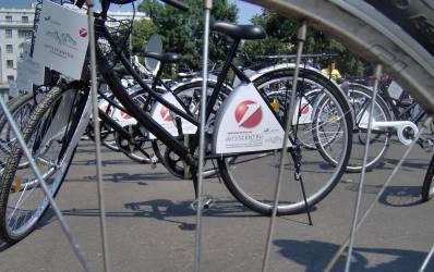 UniCredit baga banii in primul centru de inchiriat biciclete din Capitala