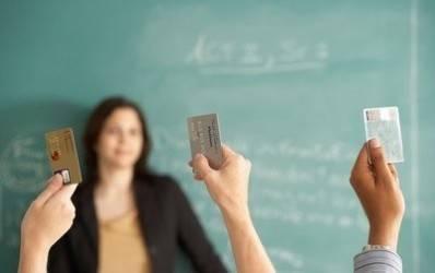 Ce beneficii aduc cardurile pentru studenti