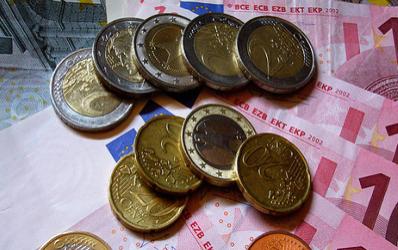 Bancile ieftinesc si creditele in euro