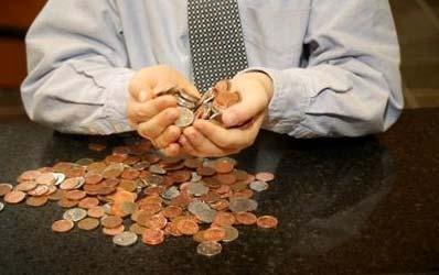 Bancile mici vor sa profite de dificultatile jucatorilor mari pentru a creste