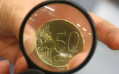Moneda nationala se grabeste catre pragul de 4 lei pentru un euro