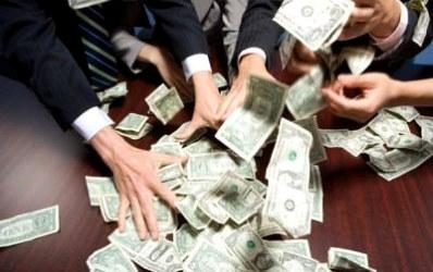 Bancile pe timp de criza: grecii si austriecii scot banii din Romania, francezii aduc in plus