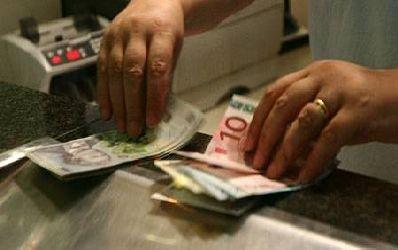 Vin vremuri grele pentru moneda nationala