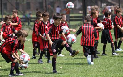 Intesa Sanpaolo Bank aduce din nou AC Milan in Romania
