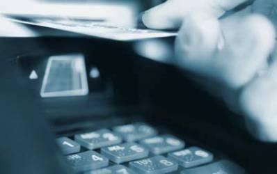 Criza se simte si pe piata cardurilor de credit