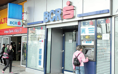 Clientii BCR au dat banca in judecata, solicitand suspendarea ratelor pe perioada procesului