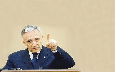 Mugur Isarescu se arata ingrijorat de creditele neperformante si de prudenta excesiva a bancilor
