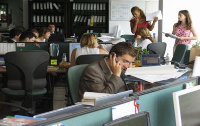 Cati angajati din Banca Romanesca au disparut pe timp de criza? Dar din sistem?
