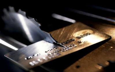 De cine se tem bancile? De ce vor disparea cardurile?