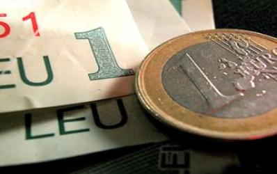 ING: leul ar putea atinge minimul record de 4,40 lei/euro pana la sfarsitul anului
