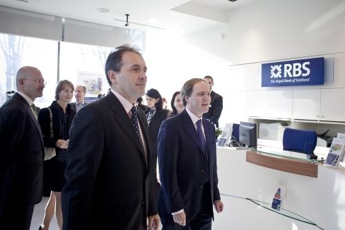 Cinci banci se alatura parteneriatului dintre RBS si Vodafone pentru plata facturilor de telefonie mobila