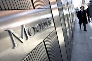 15 dintre cele mai mari banci ale lumii retrogradate de Moodys