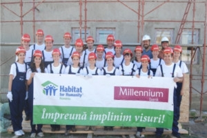 Angajatii Millennium Bank au contribuit la construirea unei case Habitat