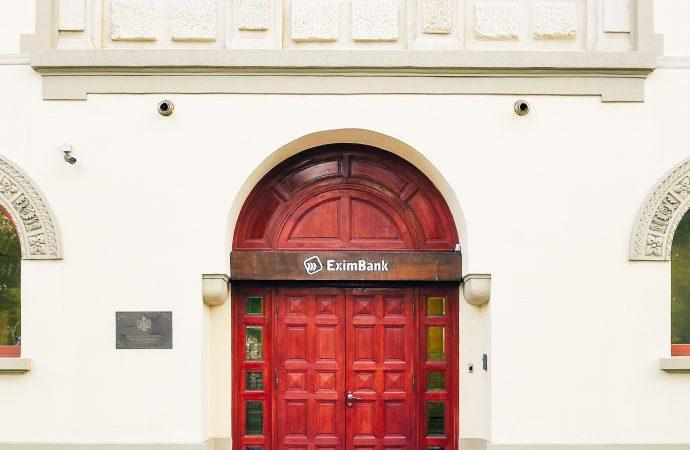 EximBank finalizeaza achizitia Bancii Romanesti